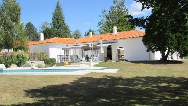 Vente maison / villa Saint jean d'angely 305950€ - Photo 1