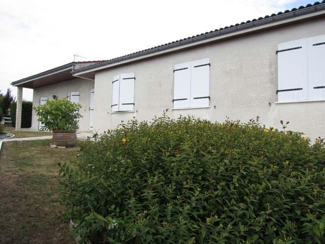 Sale house / villa Saint-jean-d'angély 180200€ - Picture 1