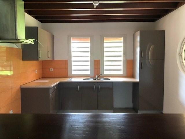 Location maison / villa St benoit 914€ CC - Photo 3