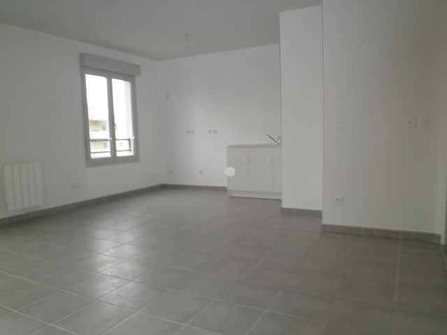 Rental apartment L isle d abeau 617€ CC - Picture 2