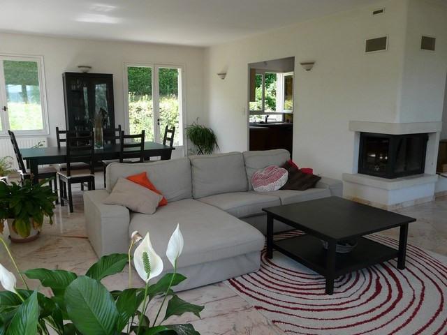 Rental house / villa Saint-genest-lerpt 1076€ CC - Picture 2