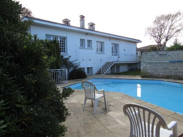 Sale house / villa Saint-jean-d'angély 284850€ - Picture 2