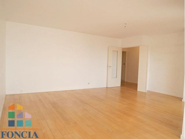 Rental apartment Suresnes 2 333€ CC - Picture 4