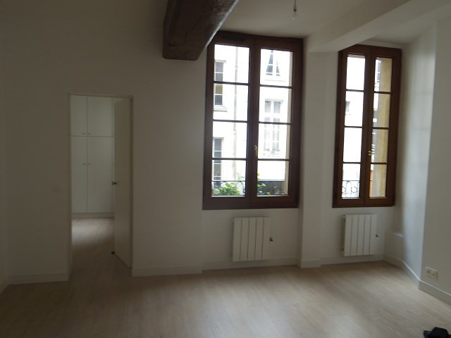 Location appartement Paris 4ème 1 790€ CC - Photo 2