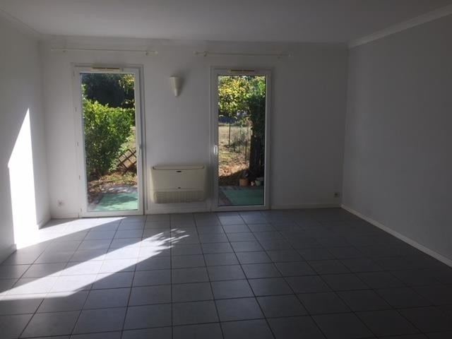 Rental apartment Lamothe montravel 350€ CC - Picture 1