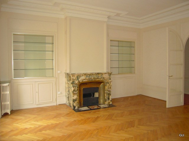Location appartement Lyon 3ème 2 276€ CC - Photo 4