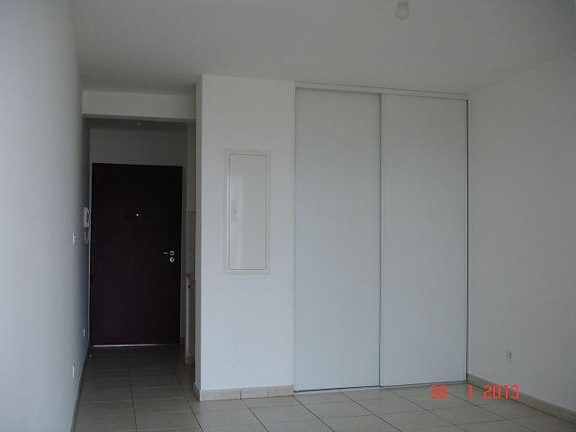 Location appartement Ste clotilde 367€ CC - Photo 2