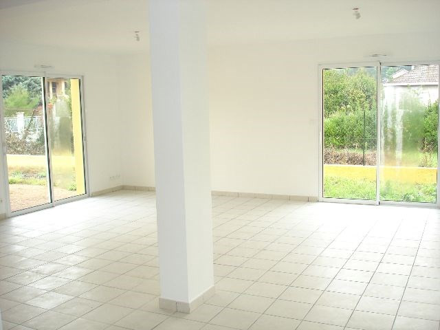 Location maison / villa Bron 1 340€ CC - Photo 4