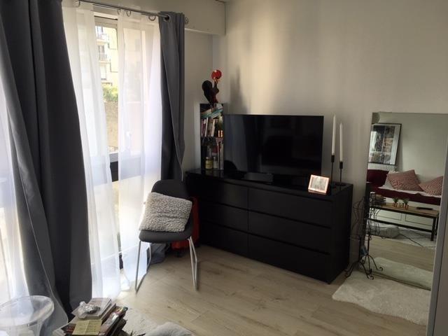 Rental apartment Paris 10ème 860€ CC - Picture 1