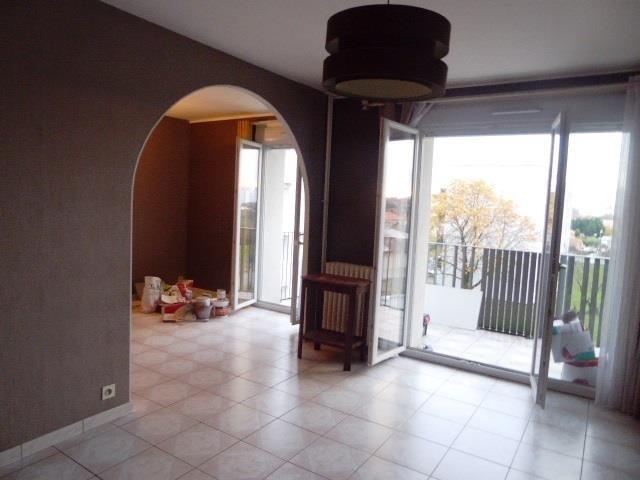 Sale apartment Vaulx en velin 136000€ - Picture 1