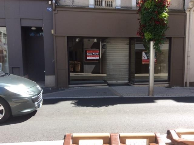 Location local commercial Cholet 2250€ HT/HC - Photo 2