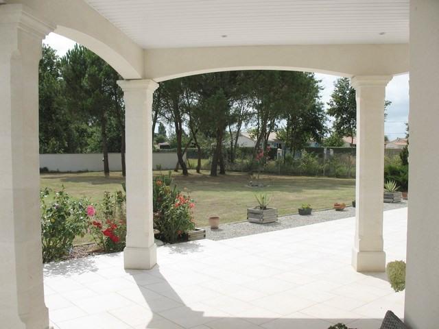 Deluxe sale house / villa Etaules 630000€ - Picture 3