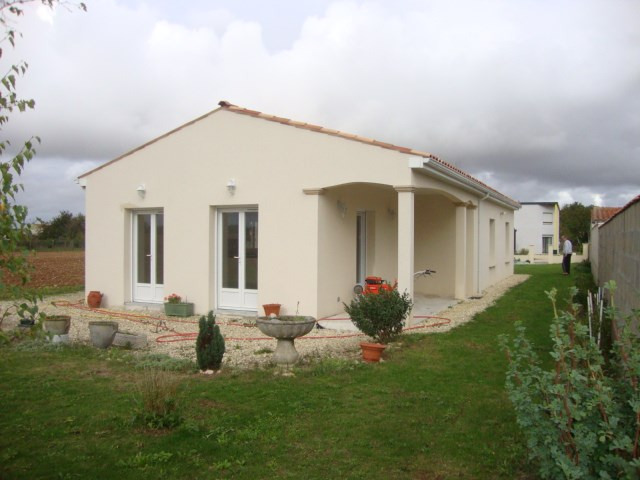 Sale house / villa Saint jean d'angely 159 000€ - Picture 1