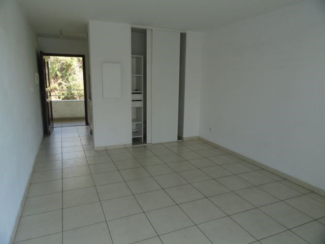 Location appartement St denis 399€ CC - Photo 2