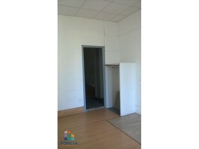 Location local commercial Le chambon-feugerolles 531€ CC - Photo 3