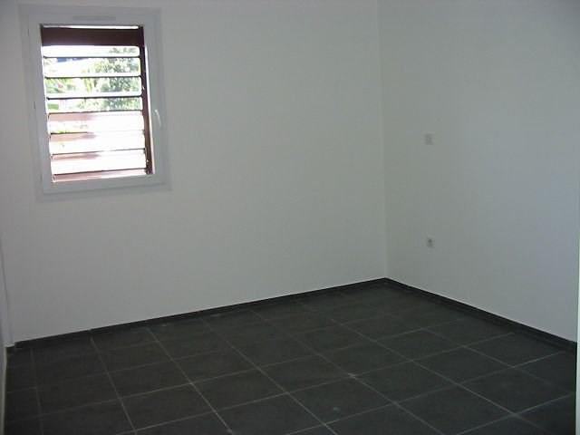 Location appartement Ste clotilde 705€ CC - Photo 4