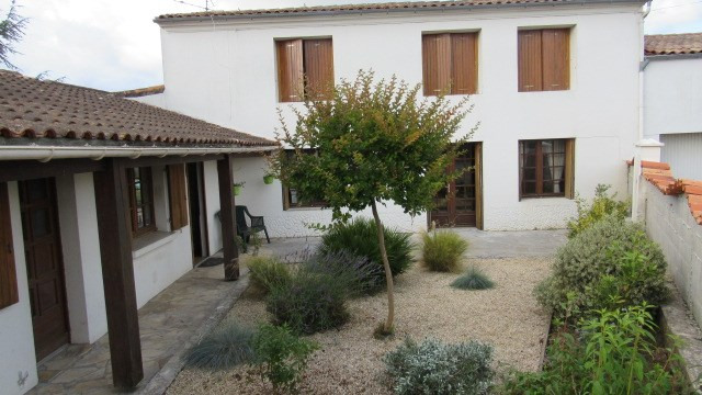 Sale house / villa Bords 233 200€ - Picture 1