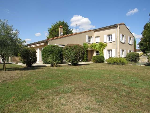 Vente maison / villa Saint-jean-d'angély 374850€ - Photo 1