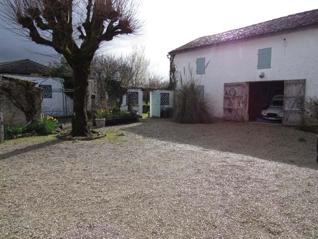 Vente maison / villa Saint-jean-d'angély 165360€ - Photo 7