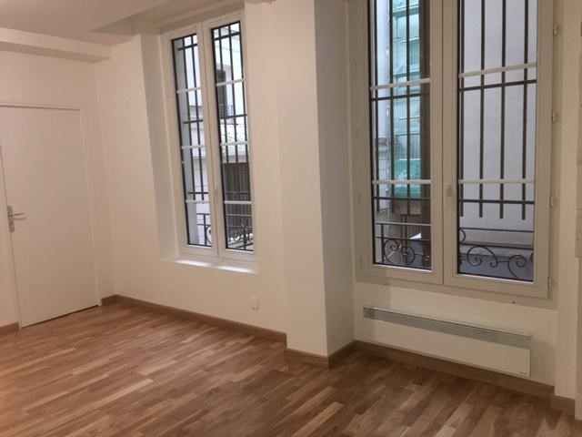 Location appartement Paris 2ème 1 272€ CC - Photo 7