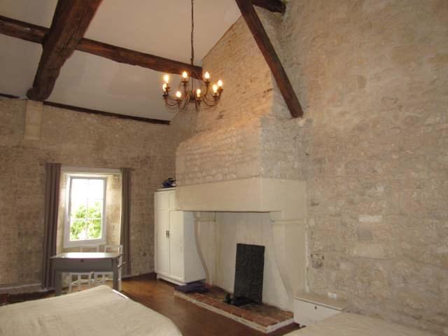Sale house / villa Saint-jean-d'angély 299620€ - Picture 4