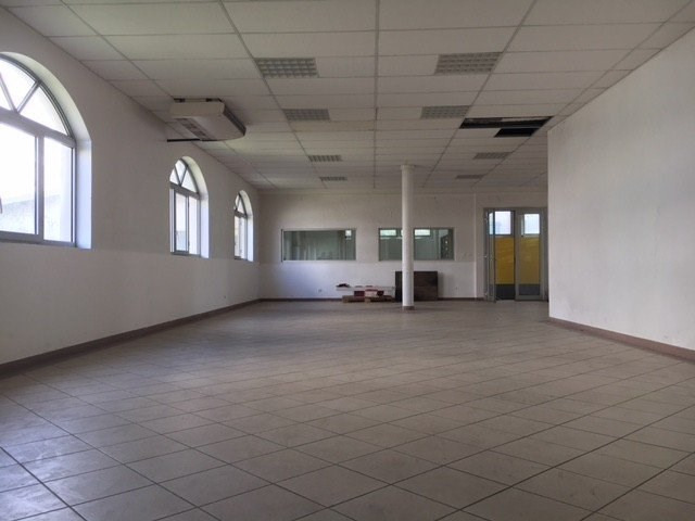 Location local commercial St denis 3400€ CC - Photo 2