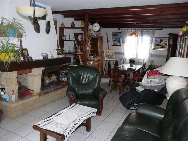 Sale house / villa Chambon-feugerolles (le) 149000€ - Picture 3
