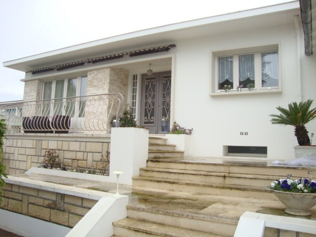 Sale house / villa Saint-jean-d'angély 274 300€ - Picture 2