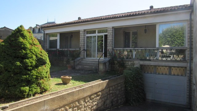 Vente maison / villa Saint jean d'angely 156 900€ - Photo 1