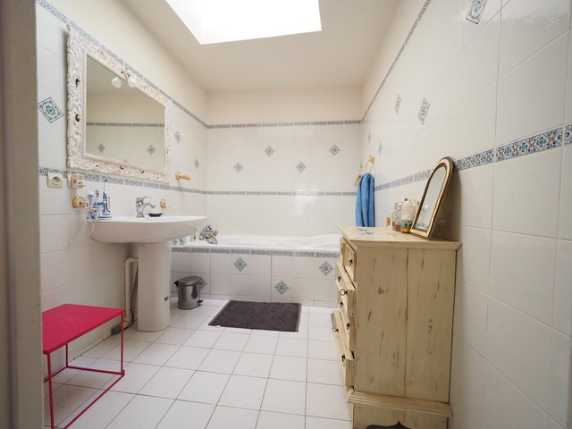 Sale apartment Nimes 210 000€ - Picture 3
