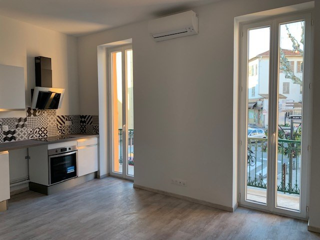 Location appartement Saint laurent du var 690€ CC - Photo 2