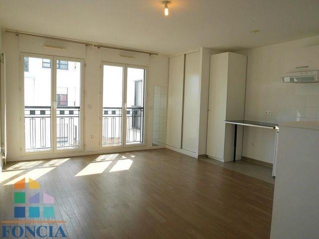 Rental apartment Suresnes 879€ CC - Picture 2
