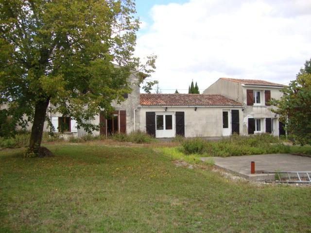 Vente maison / villa Saint jean d'angély 159000€ - Photo 1