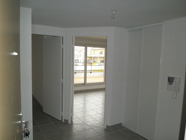 Rental apartment L isle d abeau 617€ CC - Picture 4