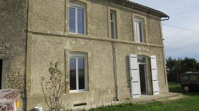 Sale house / villa Villeneuve-la-comtesse 104400€ - Picture 1
