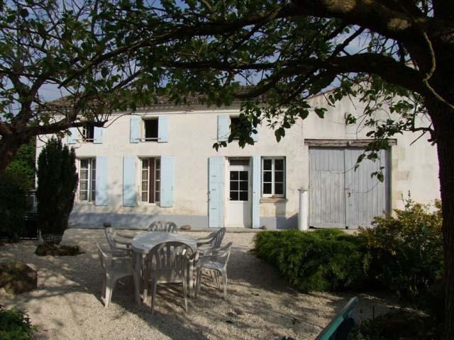 Sale house / villa Saint jean d angely 148500€ - Picture 1