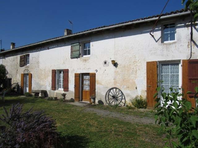 Vente maison / villa Saint-jean-d'angély 127800€ - Photo 1