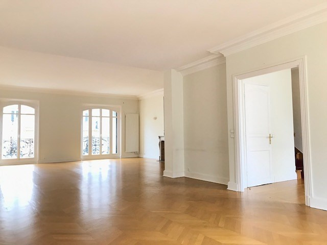 Rental apartment Paris 8ème 5 620€ CC - Picture 2