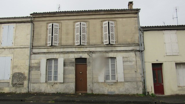 Sale house / villa Saint jean d'angely 44 550€ - Picture 1