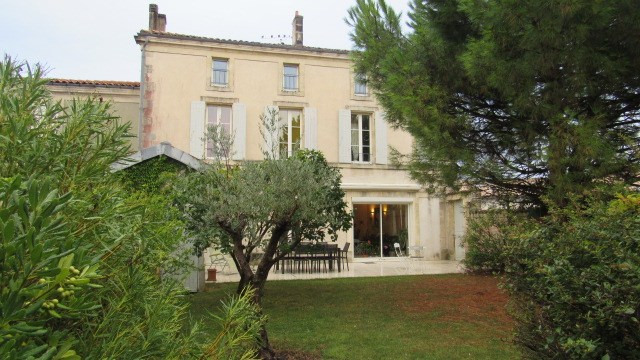 Vente maison / villa Saint jean d'angely 332 325€ - Photo 1