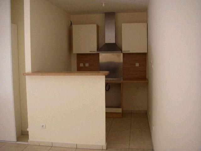 Rental apartment St denis 569€ CC - Picture 3
