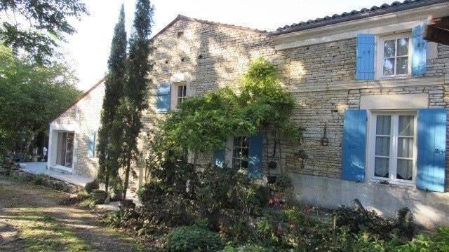 Vente maison / villa Saint-jean-d'angély 582400€ - Photo 1