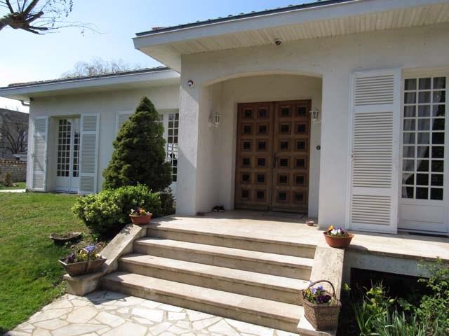 Sale house / villa Saint-jean-d'angély 273245€ - Picture 4