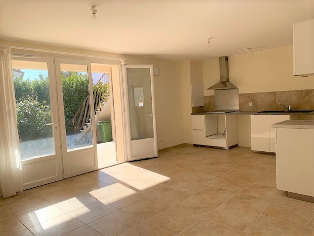 Location appartement Cabries 850€ CC - Photo 1