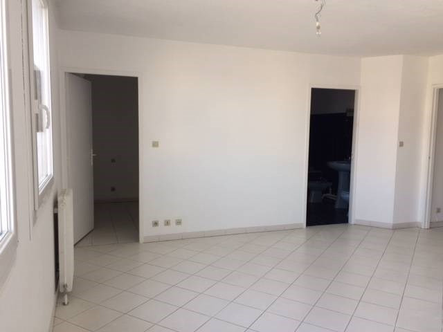 Location appartement Les angles 520€ CC - Photo 3