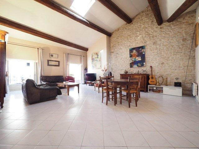 Sale apartment Nimes 210 000€ - Picture 1