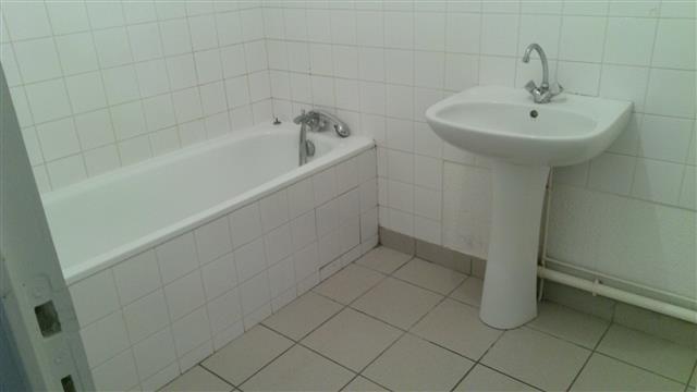 Rental house / villa St victor sur rhins 458€ CC - Picture 4