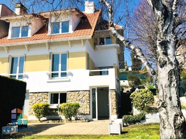 Deluxe sale house / villa Suresnes 1100000€ - Picture 1