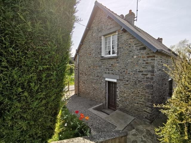 Sale house / villa St symphorien le valois 126750€ - Picture 2