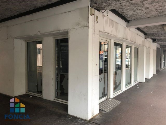 Location local commercial Firminy 675€ CC - Photo 6